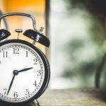 遅刻と残業を繰り返す、グータラ社員の対応は?解雇できる?